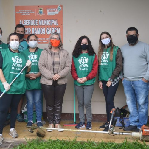Equipe do CCR faz limpeza em Albergue que abriga moradores de rua.