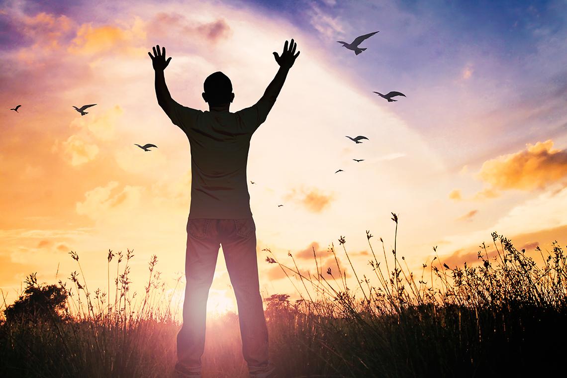 precisamos entender que Deus está sempre um passo à frente de nossa vida e de nossos problemas. Antes de necessitarmos de qualquer coisa, Deus já sabe disso. Antes de clamarmos, Ele já está presente.