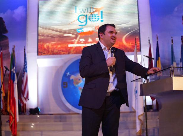 Pr. Carlos Campitelli es el director del Ministerio Joven de la División Sudamericana