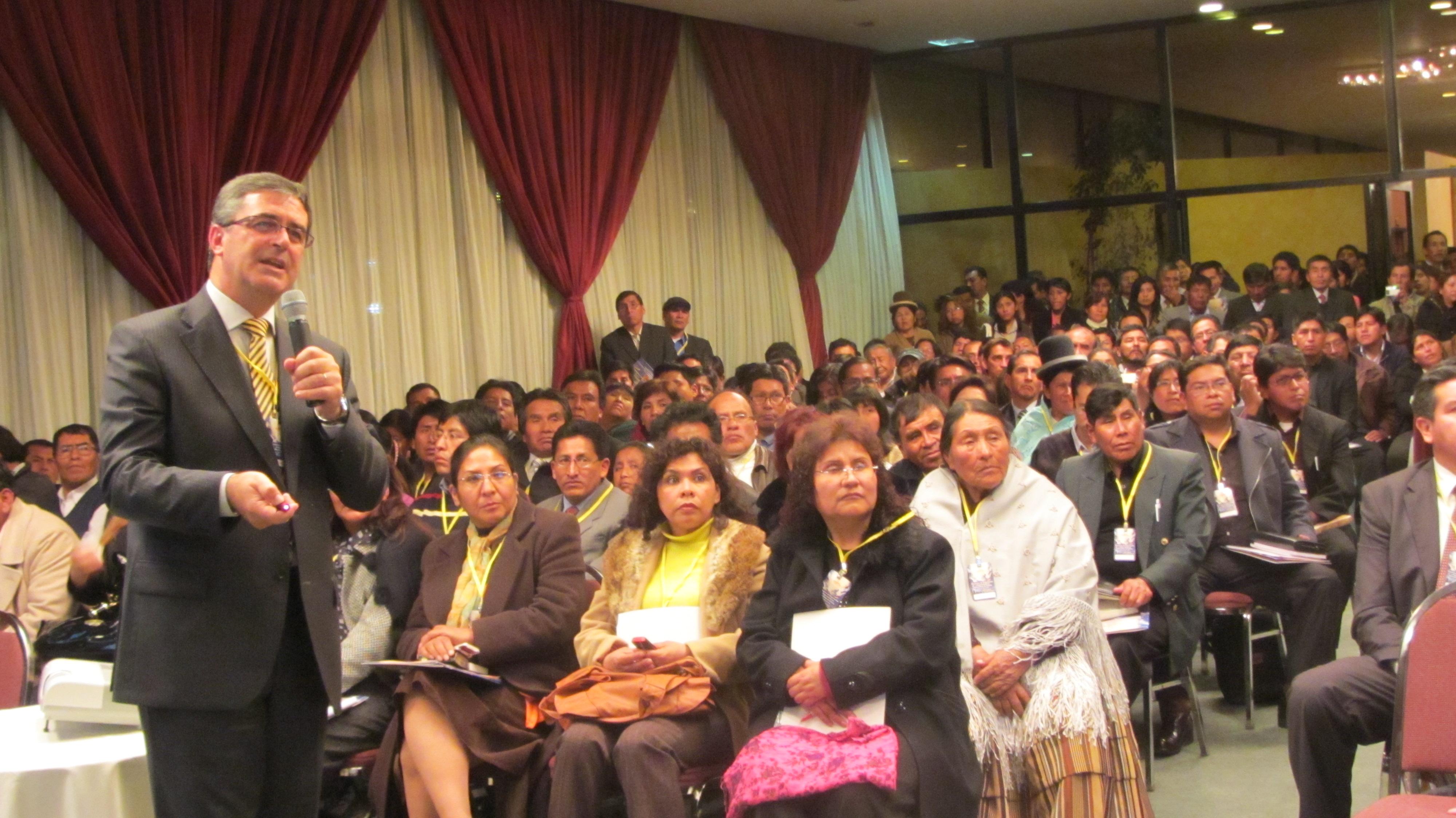 Líder de la iglesia en Sudamérica en Encuentro de Empresarios y Emprendedores, en Bolivia