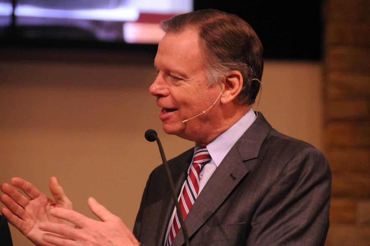 Vicepresidente de la iglesia mundial da las bases para los proyectos evangelísiticos