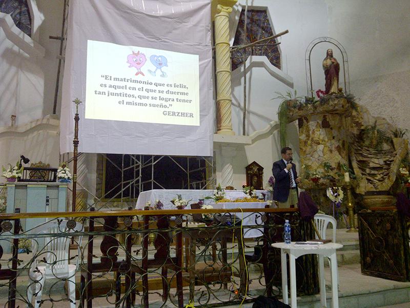 Pastor Manuel Vinueza, director de Publicaciones de la Iglesia Adventista en el sur de Ecuador en la catedral donde se dictaron los seminarios por los colportores