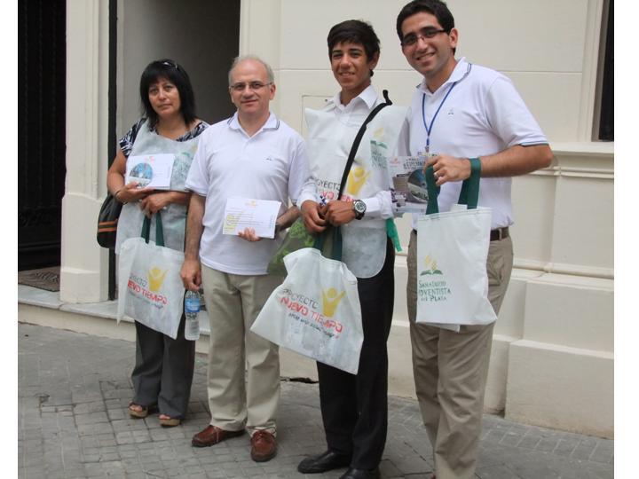 Representantes del SAP en la toma de posesión del nuevo templo en Rosario