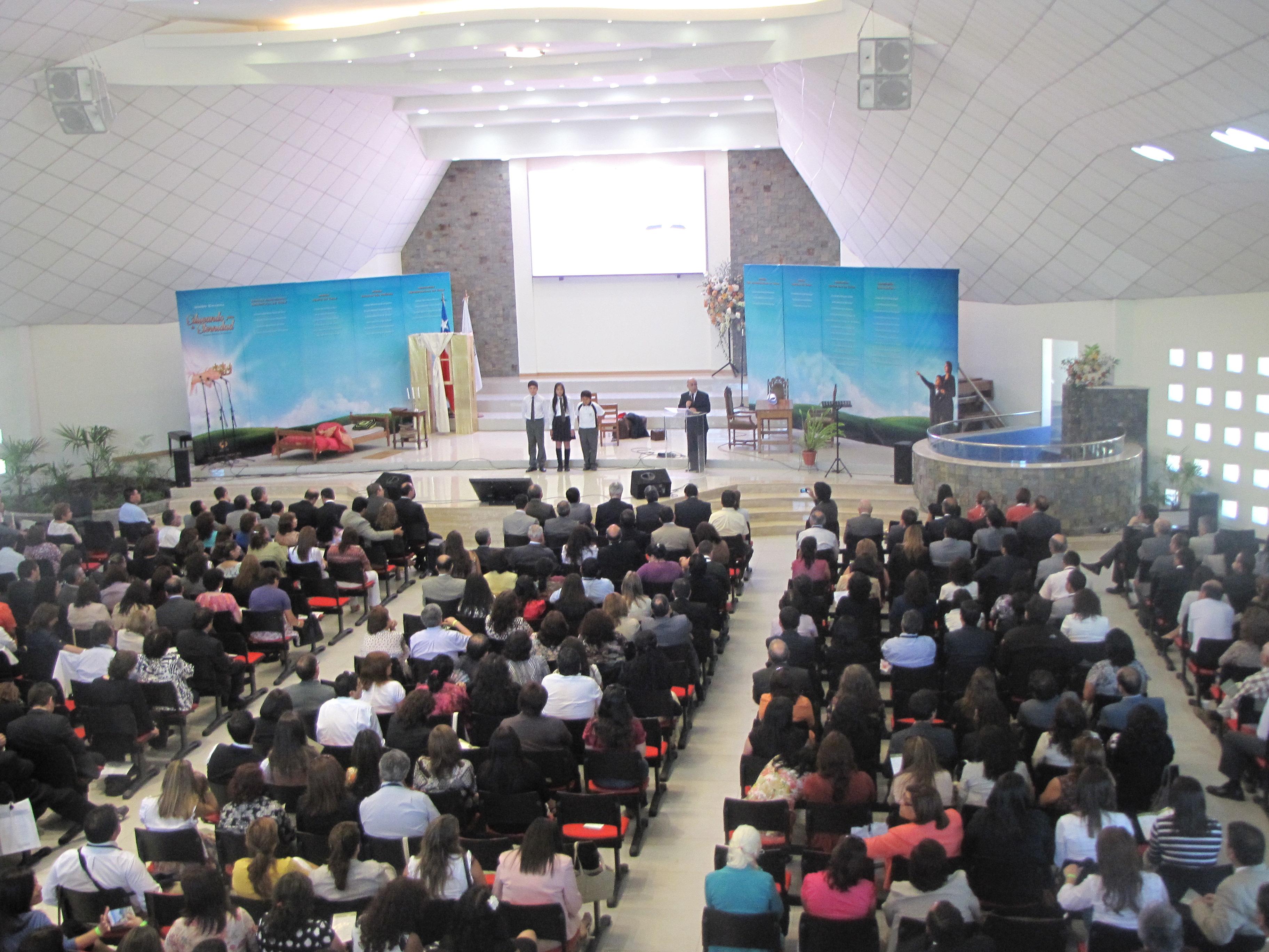 Docentes de diversos puntos de Chile, reunidos en congreso de Educación Adventista