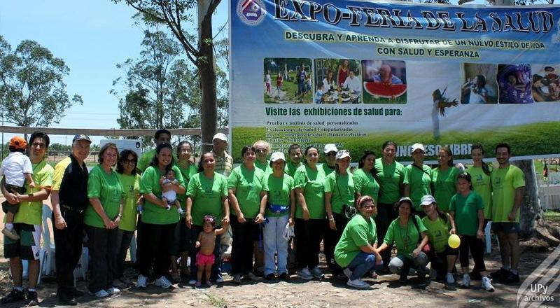 Profesionales del Santario Adventista de Asunción, en el programa que promovió el Estilo de Vida Saludable