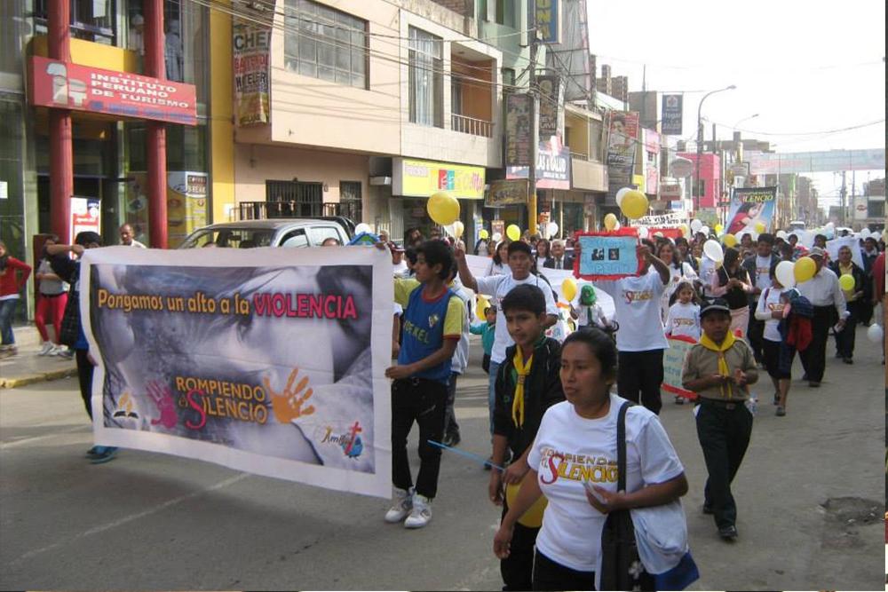 Basta ya de violencia, se pronuncia en la ciudad de lima