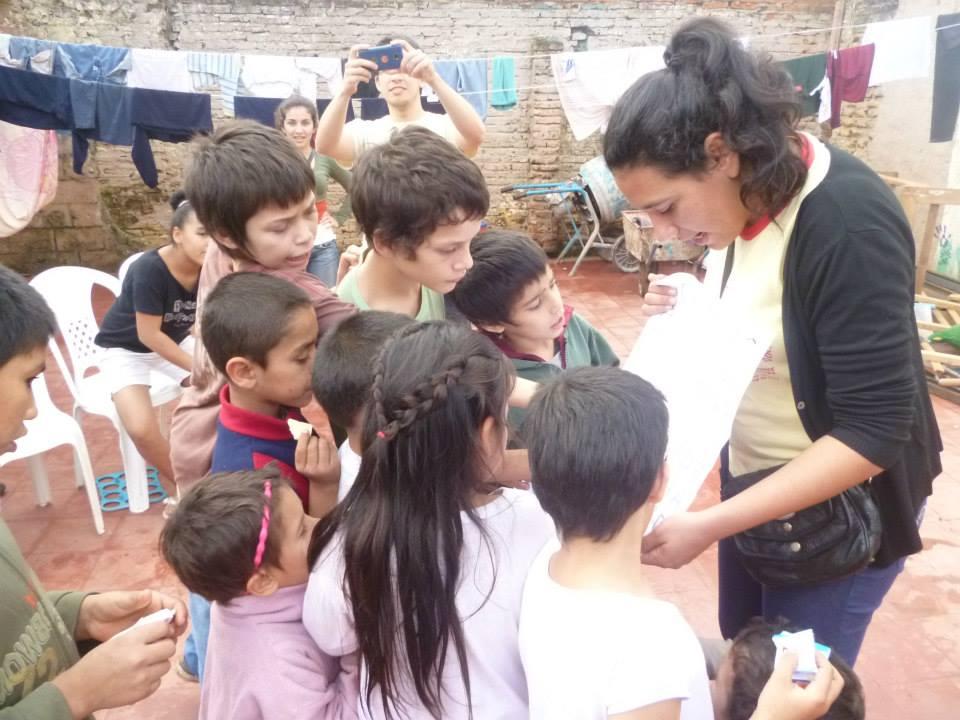 Jóvenes_de_Posadas_dibujan_sonrisas_en_los_niños
