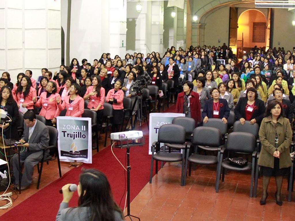 Encuentro de damas capacita a lideresas del ministerio de la mujer