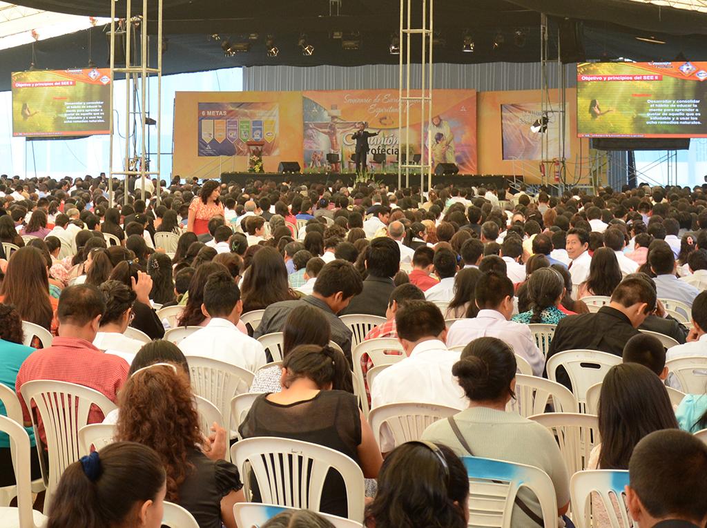 Miles participan del lanzamiento del V Seminario de Enriquecimiento Espiritual