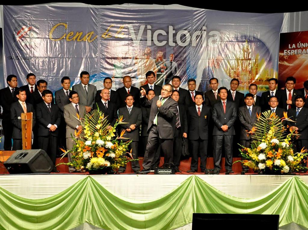 Colportores estudiantes fueron premiados en la Cena de la Victoria