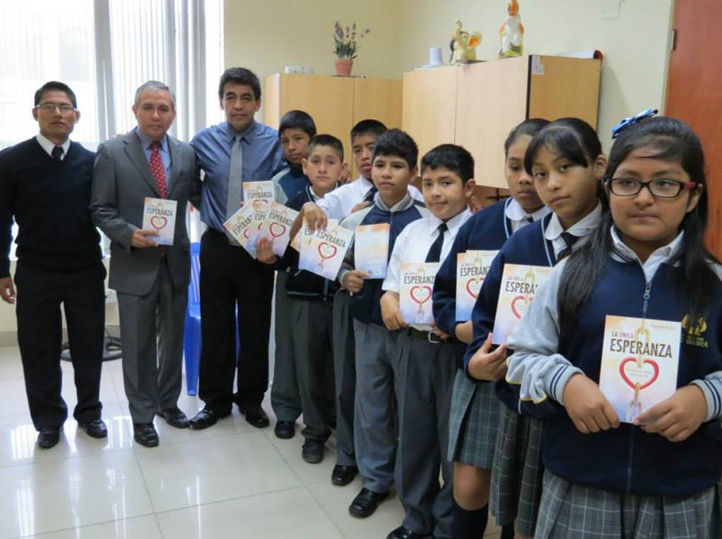 Primera Autoridad de Huacho Perú recibe la Única Esperanza1