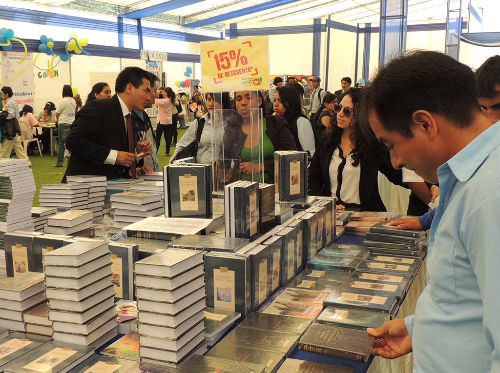 Feria del Libro Cristiano en Peru convoco a miles de personas2