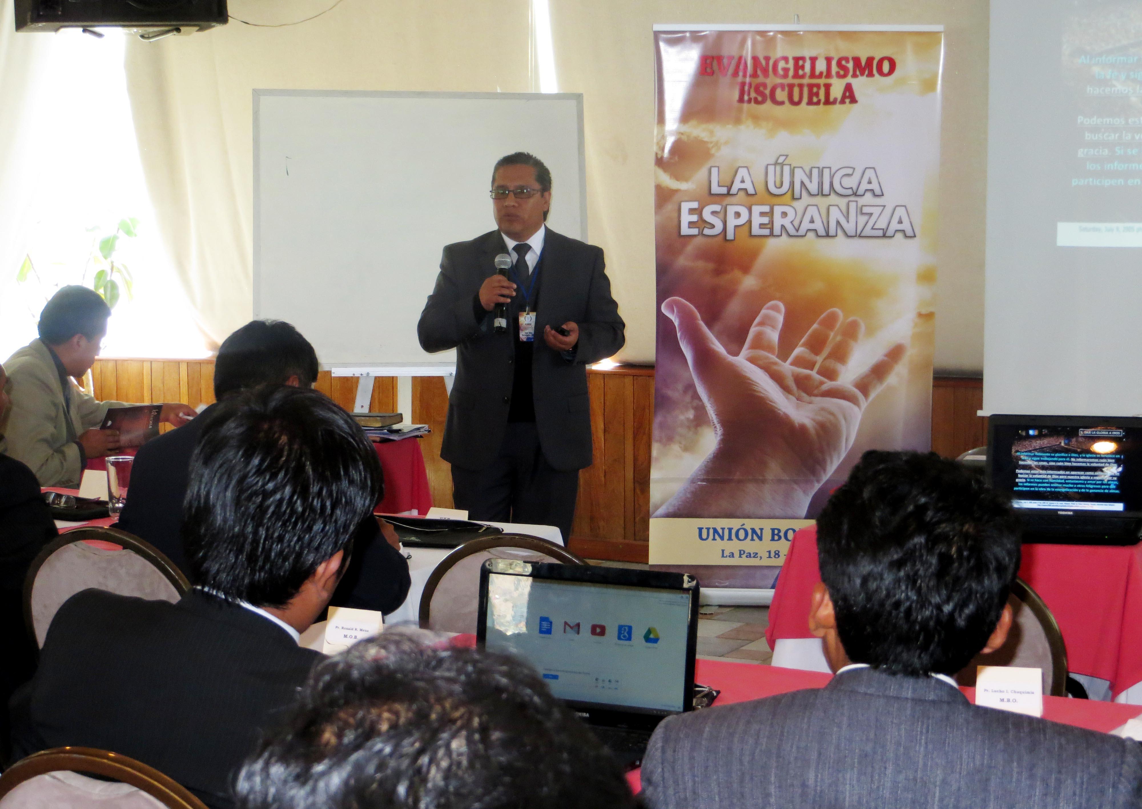 Evangelismo Escuela: Alrededor de 60 pastores son entrenados sobre nuevas técnicas de evangelismo