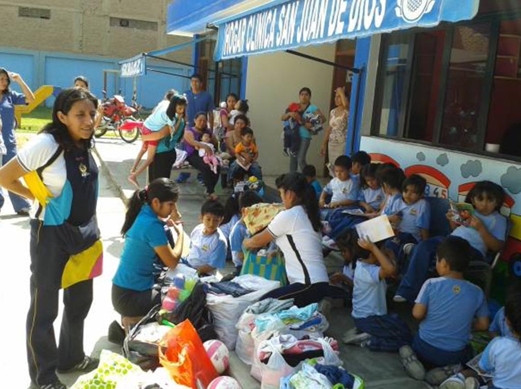 Niños se convierten en Ángeles de Esperanza compartiendo con los mas necesitados