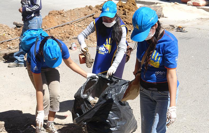 Jóvenes adventistas impactan Cajamarca con limpieza y pintado en centro Histórico1