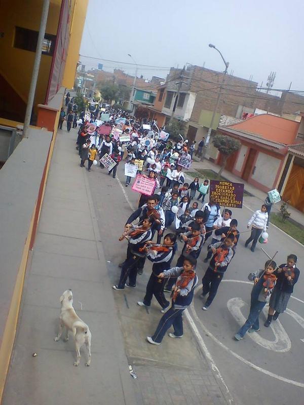 """Colegio """"El Sembrador"""" Marcha de sensibilización """"No a la Violencia"""" en las principales calles de del distrito de Carabayllo"""