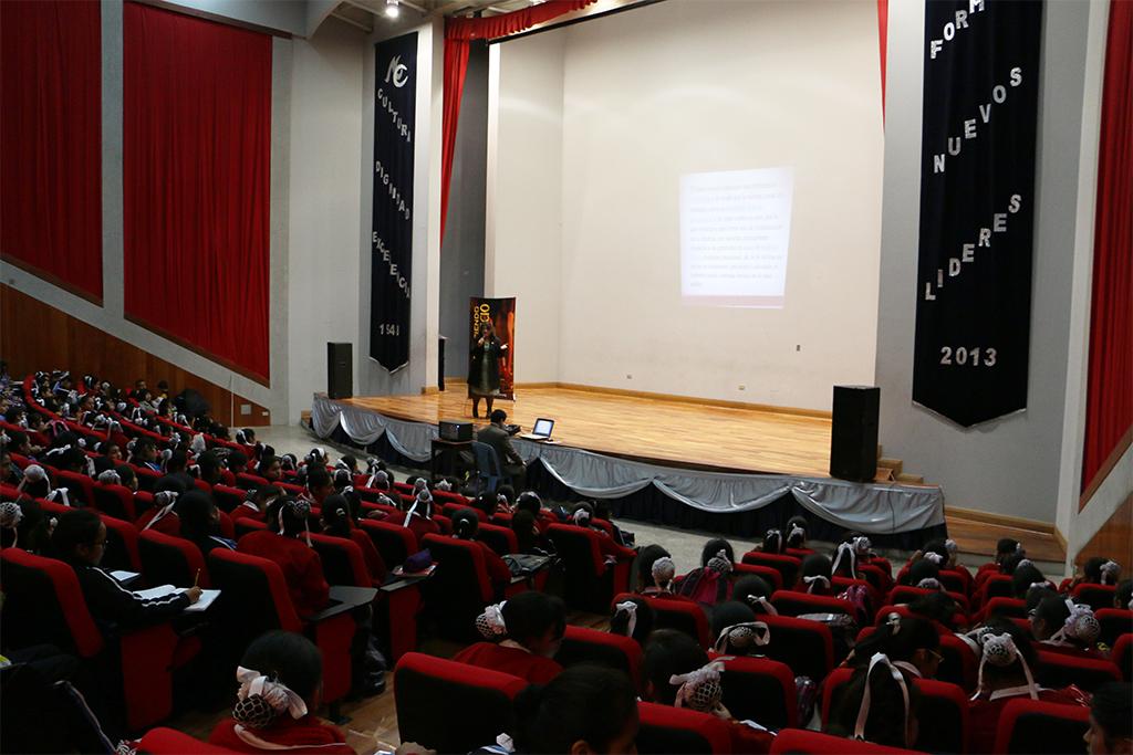 Colegio nacional de Mujeres en Perú es prevenido contra el abuso sexual de menores