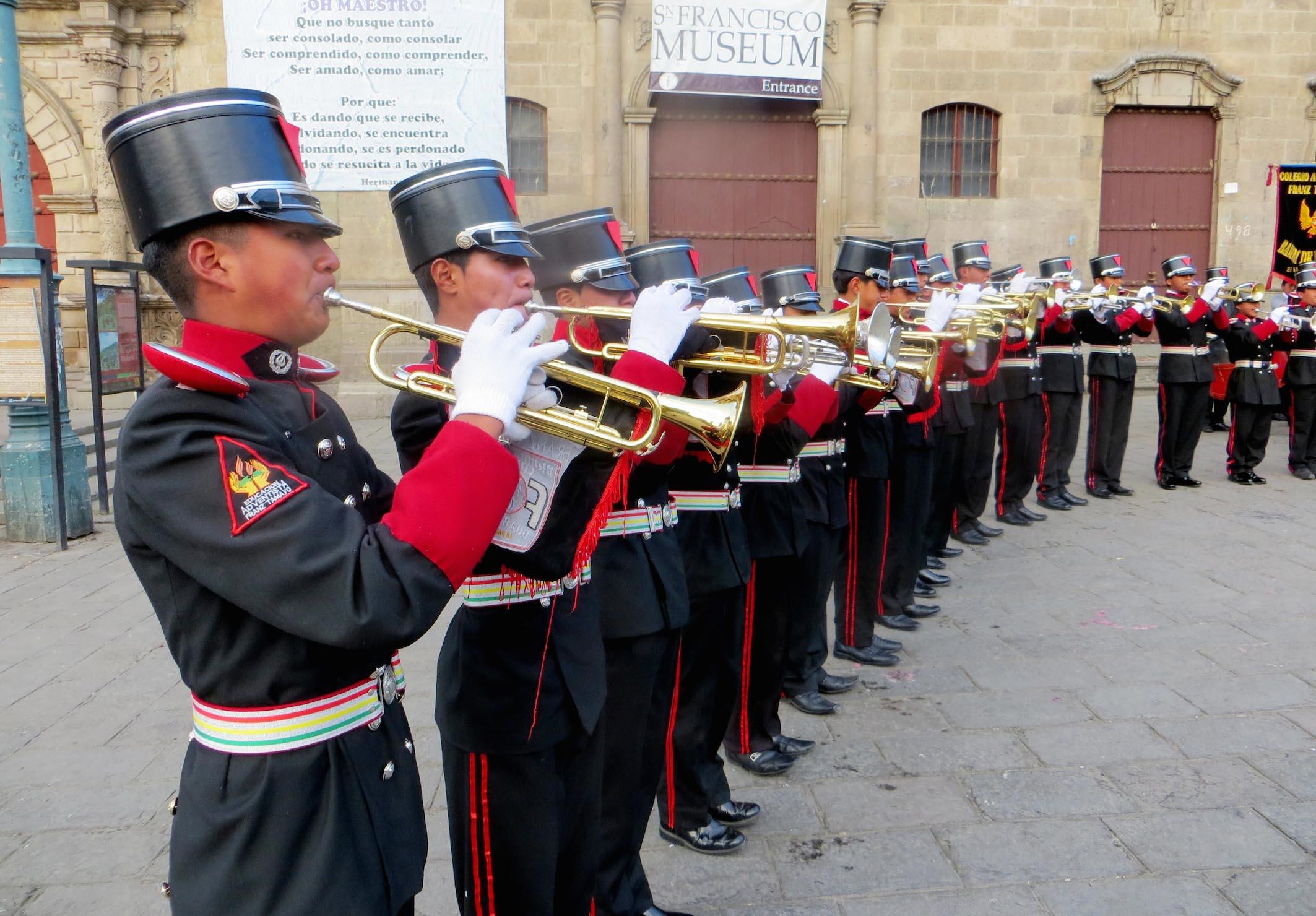 Bandas de Música de colegios adventistas homenajean a Bolivia