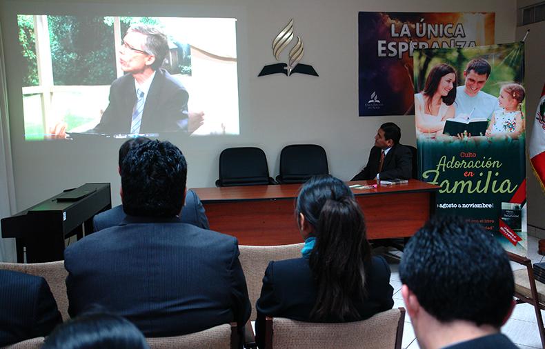 Iglesia adventista en el norte del Perú se une al culto Adoración en familia
