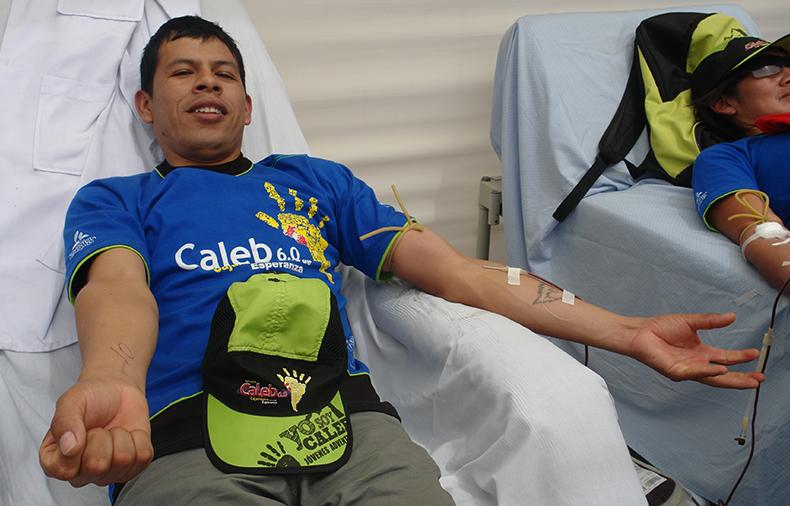 Jóvenes donan sangre en el marco de proyecto Misión Caleb1
