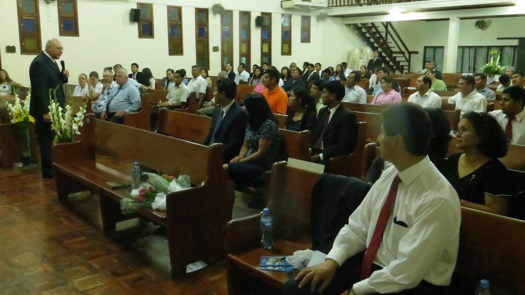 Pastor Calos Hein en sus seminarios