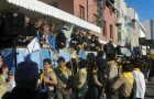 Intendente de Comodoro Rivadavia recibe el libro Viva con Esperanza
