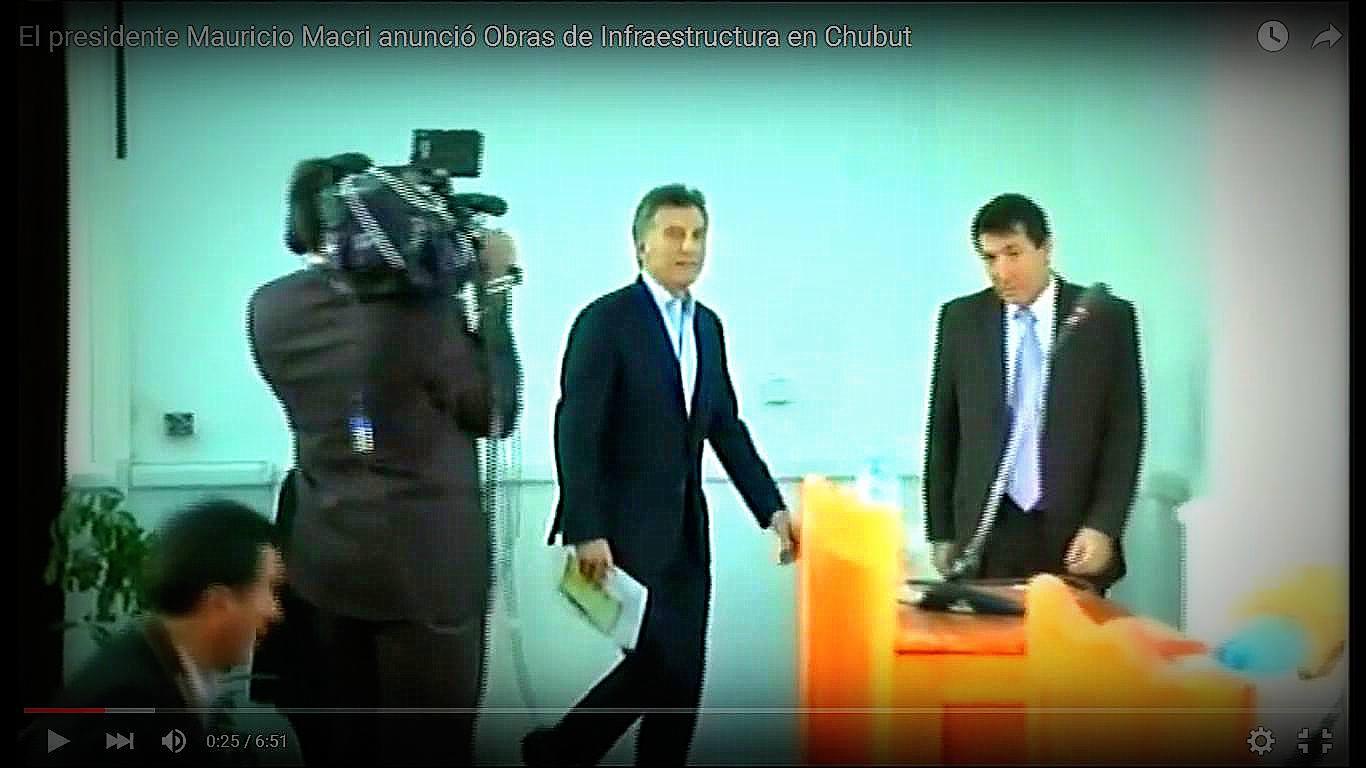 Presidente Argentino Mauricio Macri recibe libro Esperanza Viva