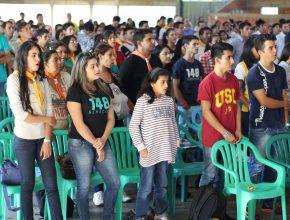 Los participantes son líderes del Ministerio Joven y Ministerio de Conquistadores y Aventureros.