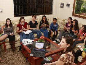 Muchos Grupos Pequeños van a continuar sus actividades después de la Semana Santa.