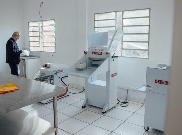 Una de las máquinas para preparar pan del Centro.