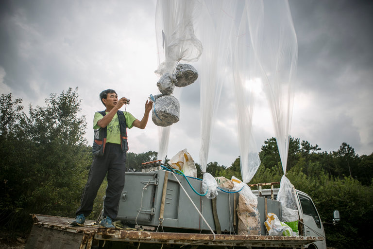 Norcoreano conoció de la Biblia por medio de un folleto dejado por un globo.