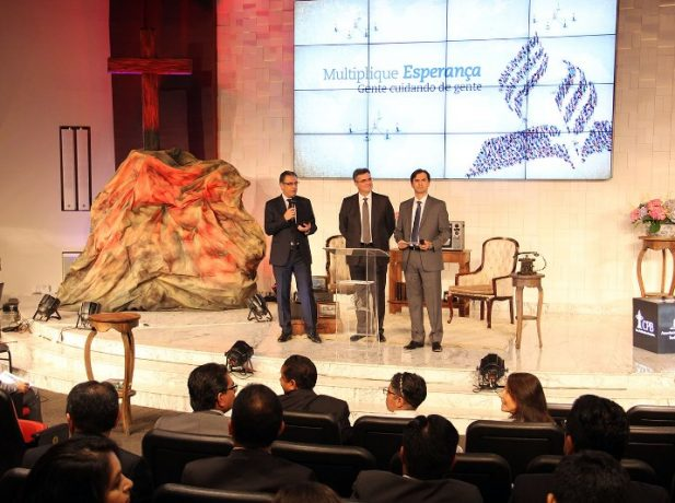 Líderes da sede sul-americana adventista dão início ao evento (Foto: Jefferson Paradello)