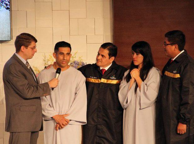 Los esposo López fueron bautizados en el Concilio Anual de Iglesia Adventista en Sudamérica, el viernes 4 de noviembre por la noche.