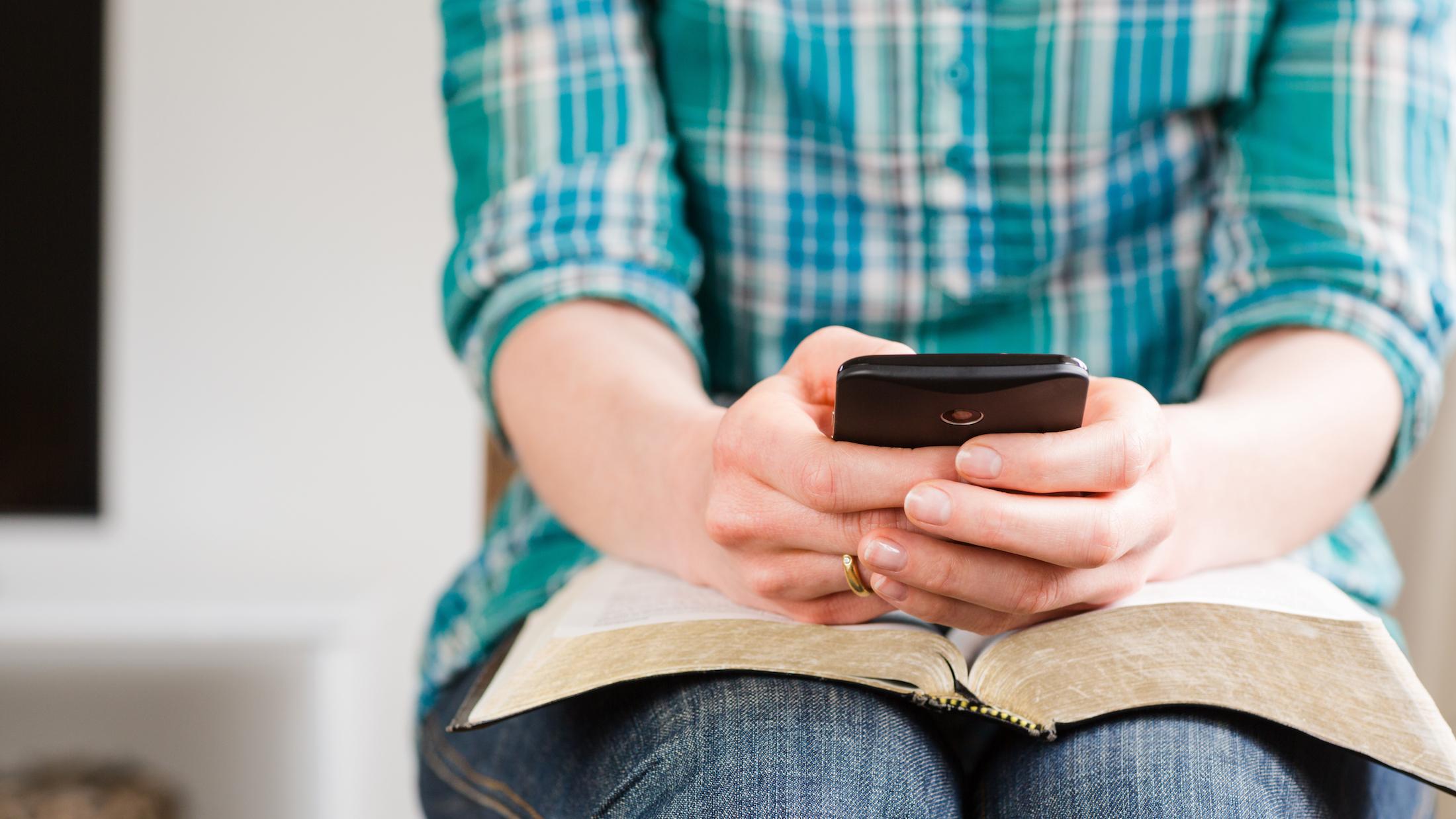 Relação entre a cultura contemporânea e a narrativa bíblica foi alvo de debate e estudos de teólogos na edição anual do encontro regional do comitê de pesquisa bíblica. Foto: Shutterstock