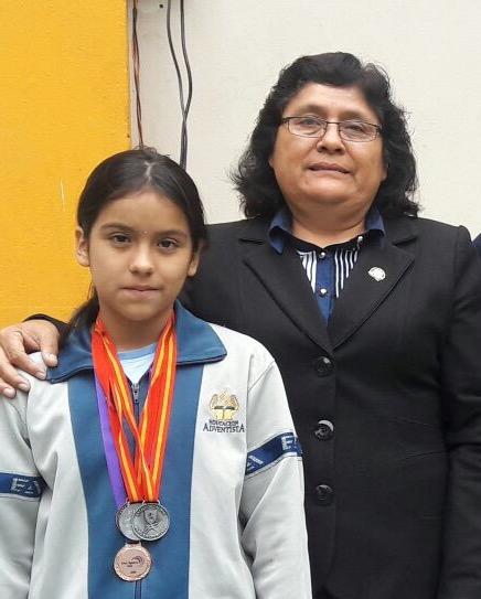 """María Cielo cursa el sexto grado del Colegio Adventista """"Brasil""""."""