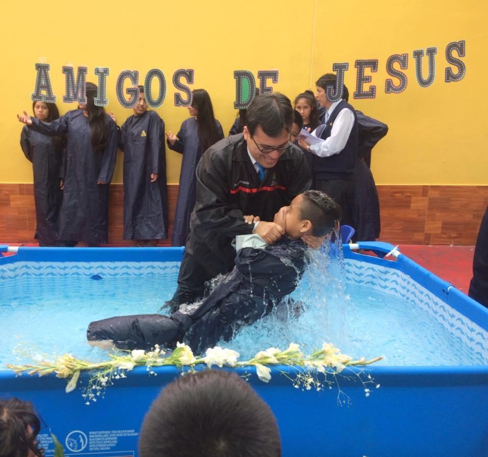 celebran-105-anos-de-la-educacion-adventista-en-el-peru-impactando-la-comunidad-3