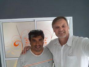 Carlos Ávila, junto al Pr. Walter Heinze.