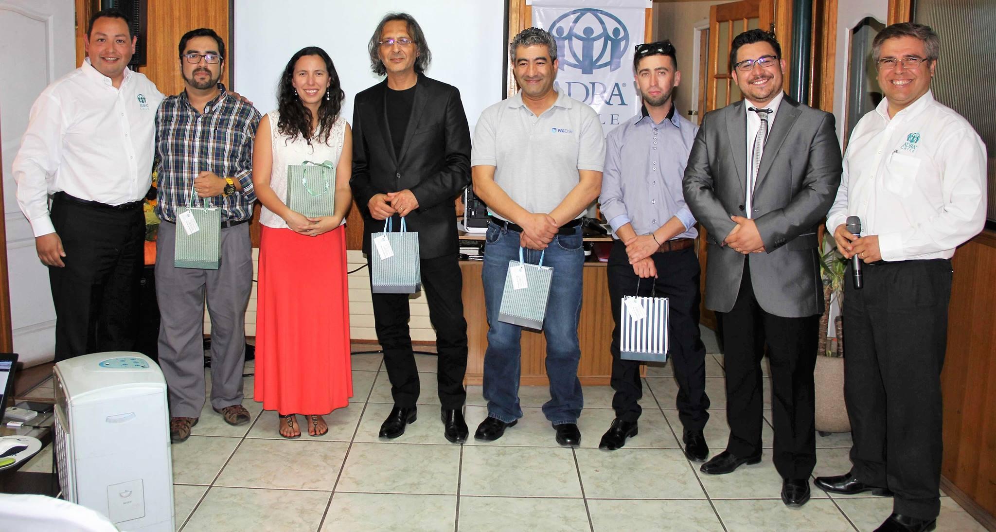 Colaboradores de ADRA Chile en su homenaje por la ayuda prestada durante el 2016.