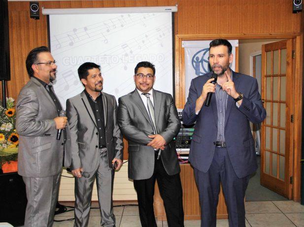 El cuarteto adventista, Legado, deleitó a los colaboradores de ADRA con música cristiana. (Crédito de foto: Facebook ADRA-Chile)
