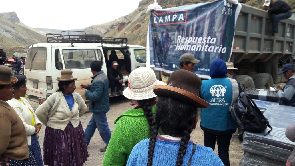 Voluntarios llegaron para remover escombros y dar el auxilio de primera respuesta.