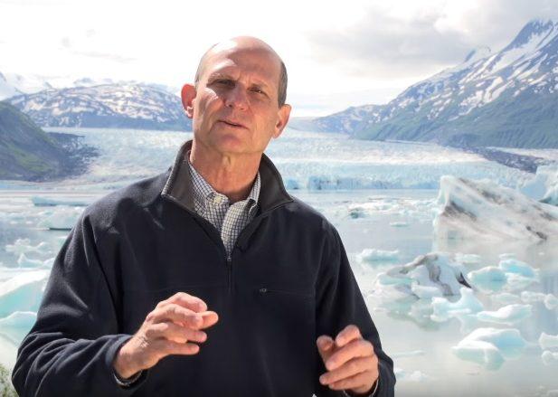 Pastor Ted Wilson viaja por el mundo para mostrar lo que han hecho los misioneros para que más personas conozcan sobre Jesús