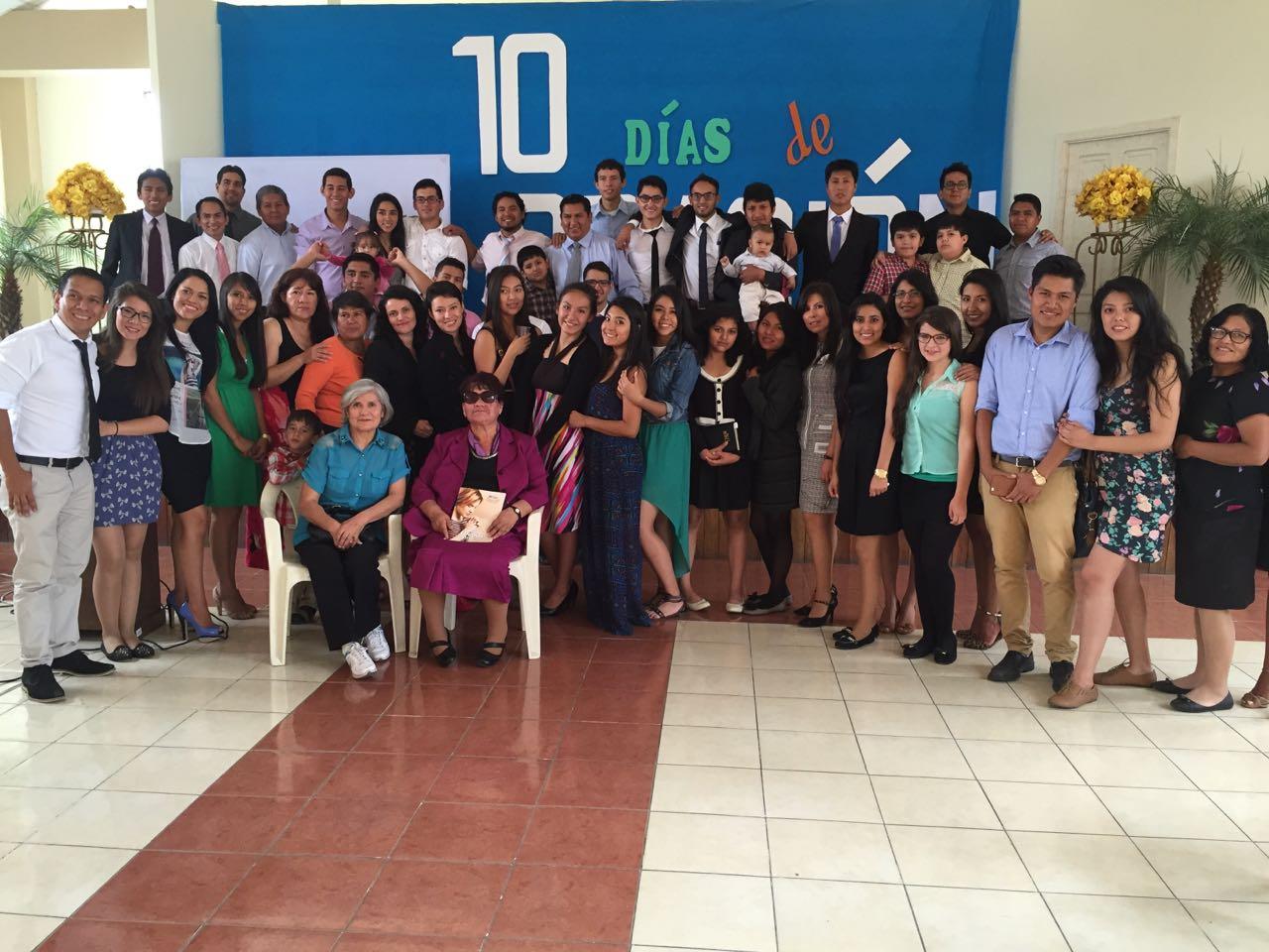 Miembros de la iglesia 'Comunidad Adventista Cochabamba'.