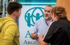 Agencia humanitaria realiza feria de orientación para refugiados
