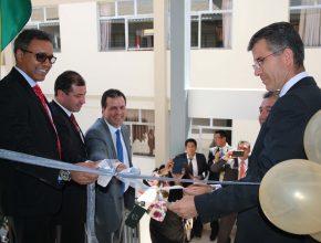 Corte de la cinta del nuevo bloque tecnológico en la UAB