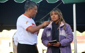Amalia contando su testimonio