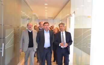 Gobernador Alberto Weretilnek, visitó la sede de la AAS
