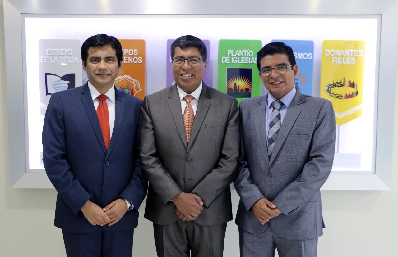 Pr. Daniel Montalvan junto al Mg. Walter Murillo y Pr. Bill Quispe.
