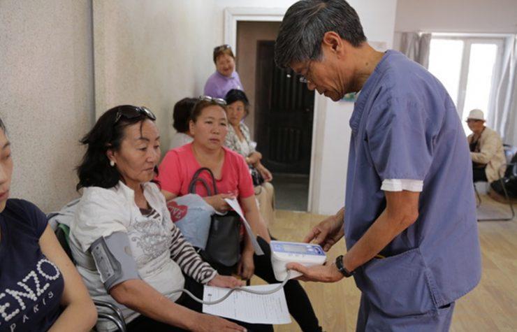 Atención médica amplía la influencia de la iglesia en Mongolia