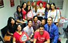 Una joven celebra su cumpleaños donando sangre con sus amigos