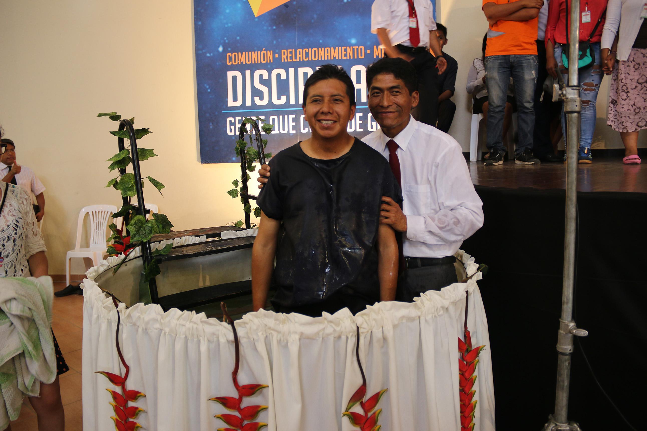 Bautismo en el II Congreso Nacional de Universitarios Adventistas UB